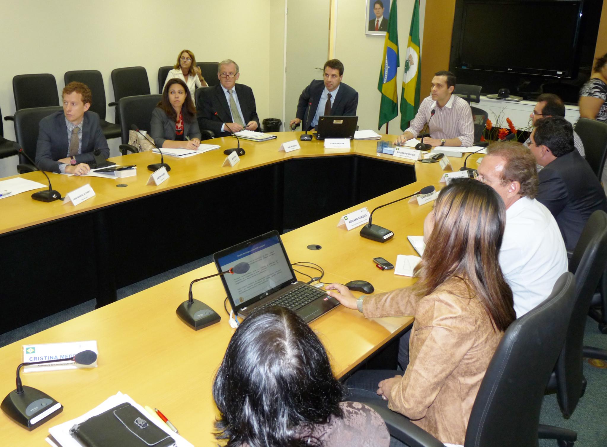 Secretário coordena reunião com Banco Mundial