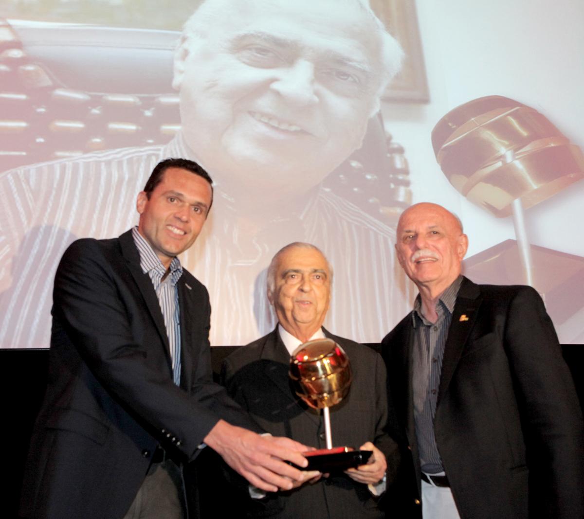 Solenidade de entrega do Prêmio CDL de Comunicação à Edilmar Norões