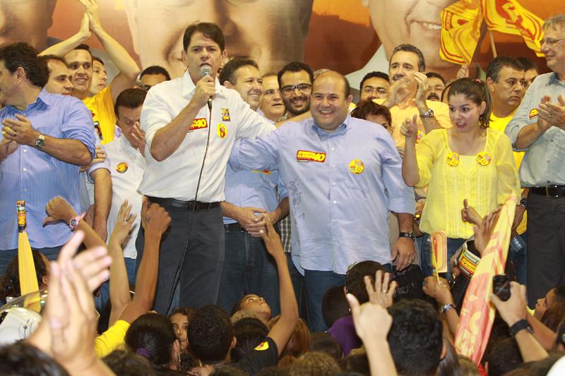 Roberto Cláudio, Cid Gomes, Ciro Gomes e Eduardo Diogo em comício no bairro Bom Jardim