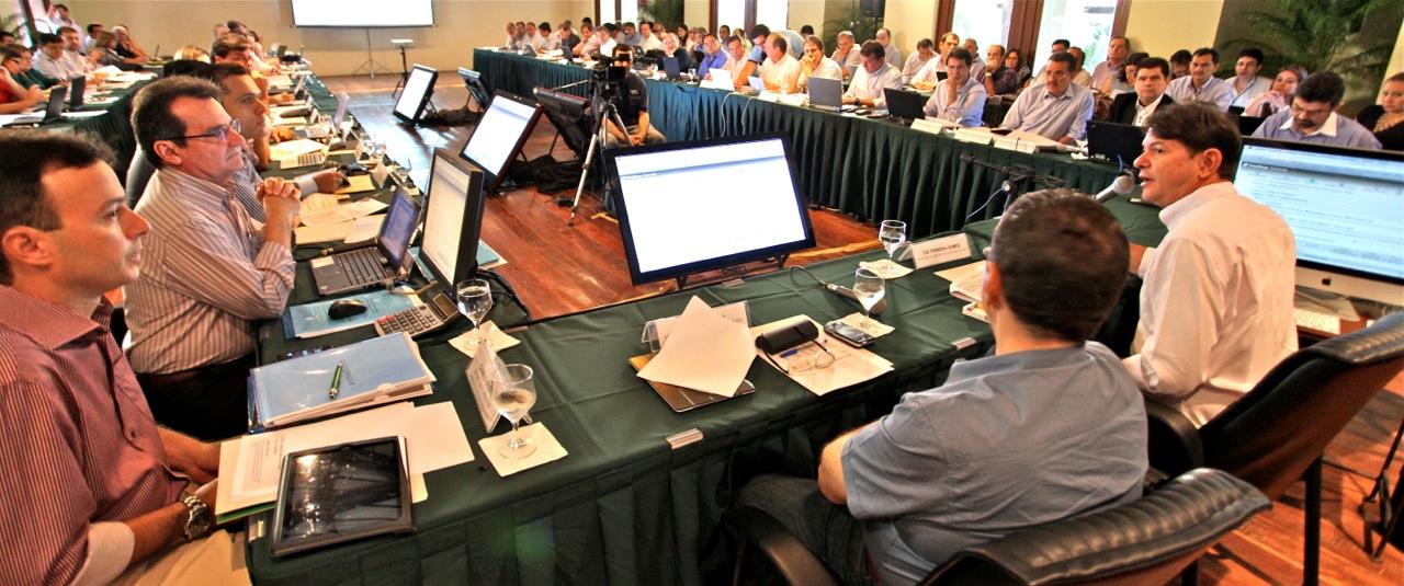 Cid Gomes e secretariado fazem balanço do primeiro semestre de 2012