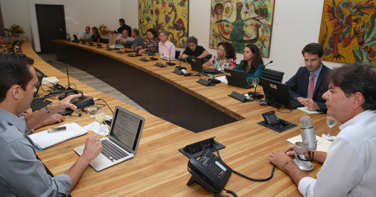 Cid Gomes se reúne com Banco Mundial
