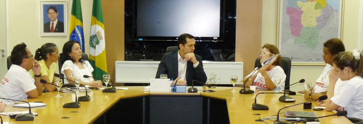 Secretário da Seplag recebe servidores para discutir decreto das 40 horas