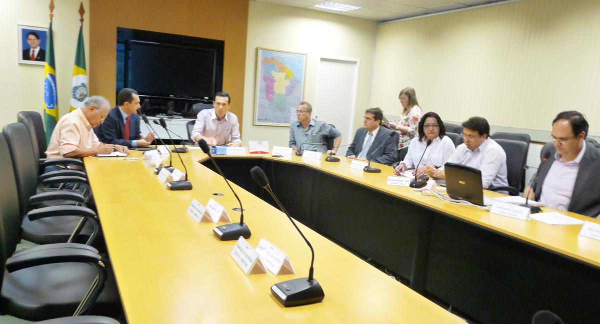 Sem servidores, Governo mantém postura de diálogo em reunião da MENP