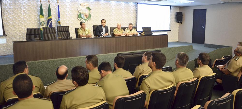 Secretário fala para oficiais da Escola de Comando do Exército