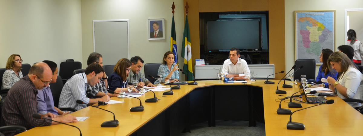 Secretarias debatem proposta de uso no Fundeb no pagamento de professores
