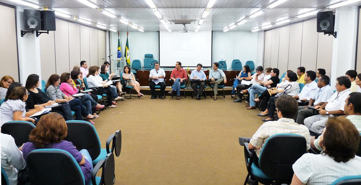 Secretário inicia reuniões com coordenadorias