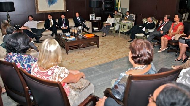 Cid Gomes recebe visita de Secretários Estaduais de Administração