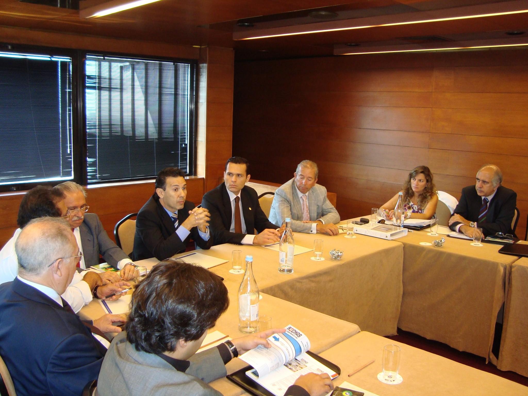 Diretor da ADECE tem reuniões com empresários em Portugal