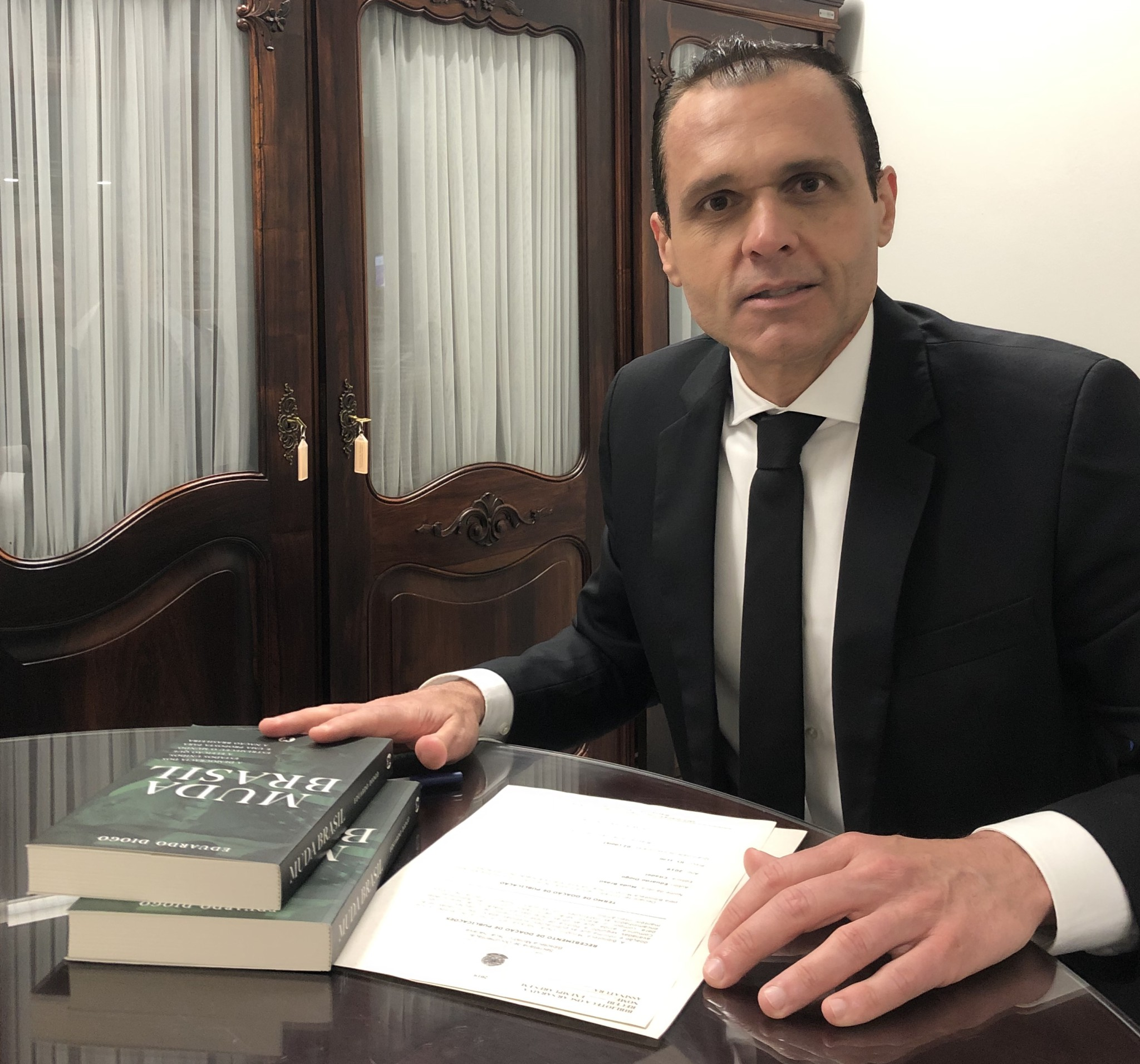 Doação do Livro Muda Brasil a Biblioteca do STJ